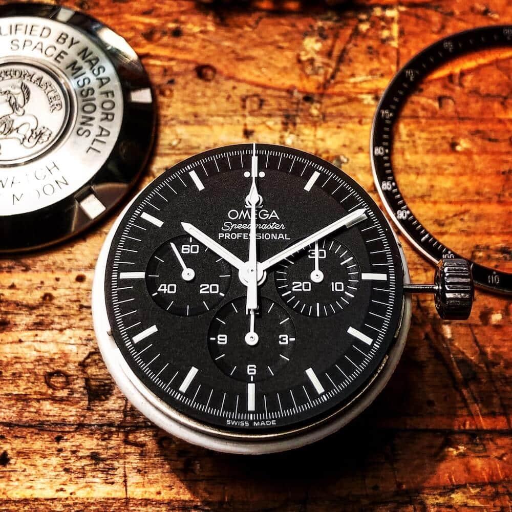 Omega-montre-noire-composants